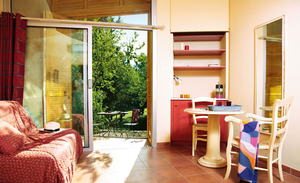club-belambra-isle-sorgue-logement-terrasse